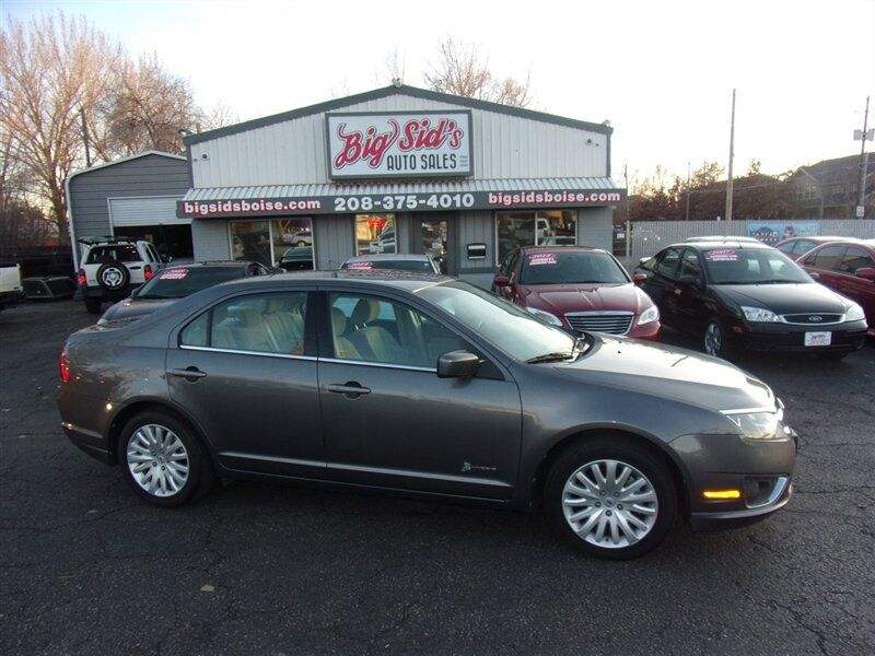 2011 - Ford - Fusion - $9,750