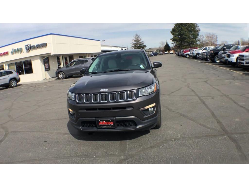 dealerslink_s3_amazonaws_com-vehicles-1206-186388C-6164d8e722613_jpg