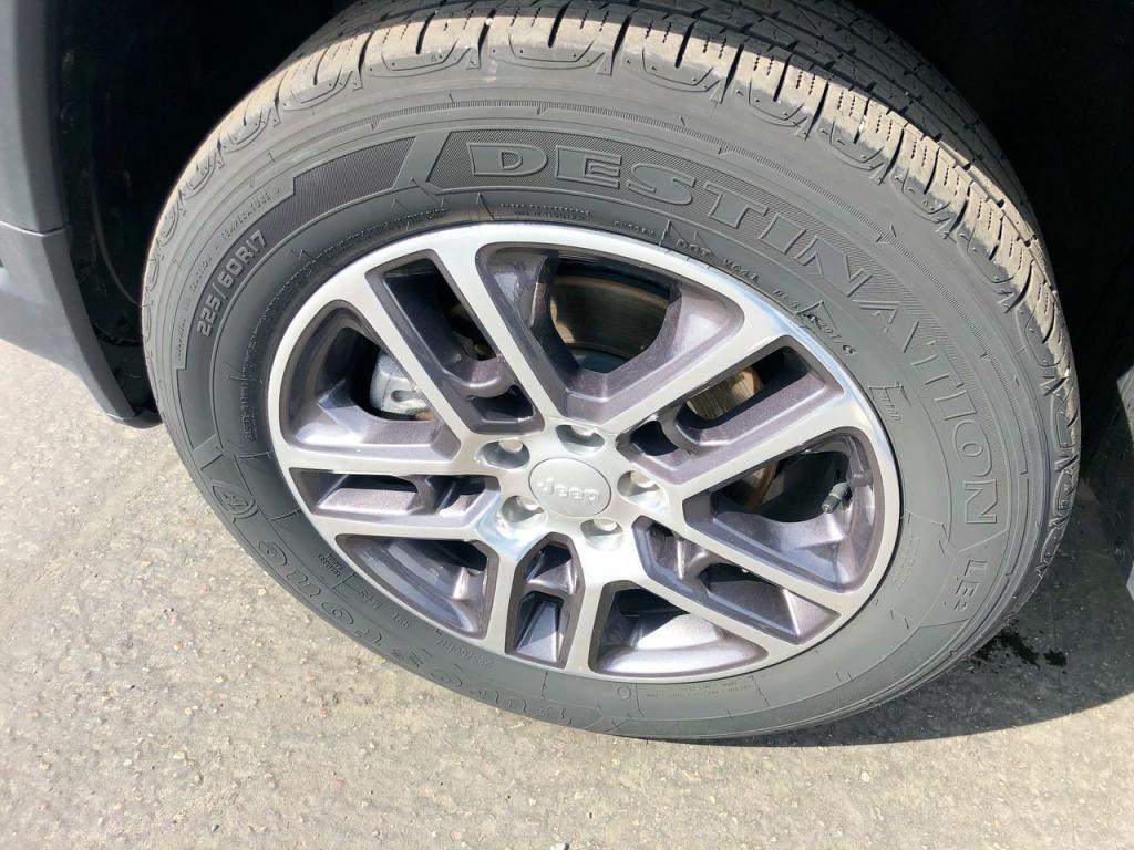 dealerslink_s3_amazonaws_com-vehicles-1206-186388C-6164d8e8e3f24_jpg