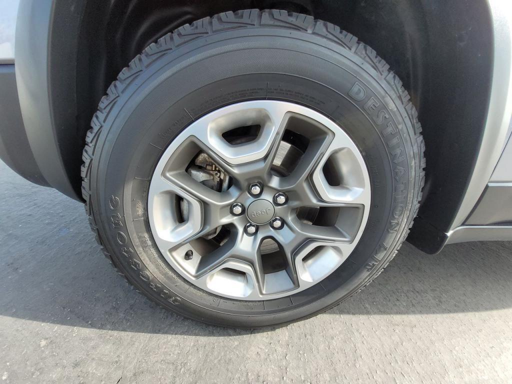dealerslink_s3_amazonaws_com-vehicles-1206-198828T-60490ce4ecfae_jpg