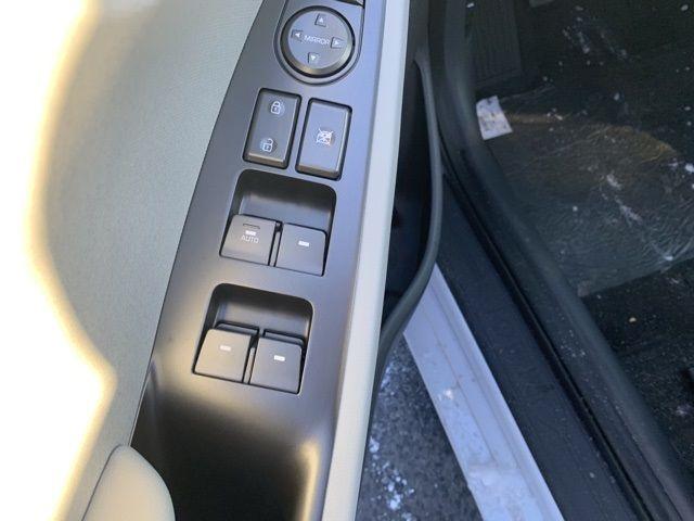 vehicle-photos-published_vauto_com-b7-b9-81-1b-eb69-44fb-9ea1-f1b50ae3bd79-image-10_jpg