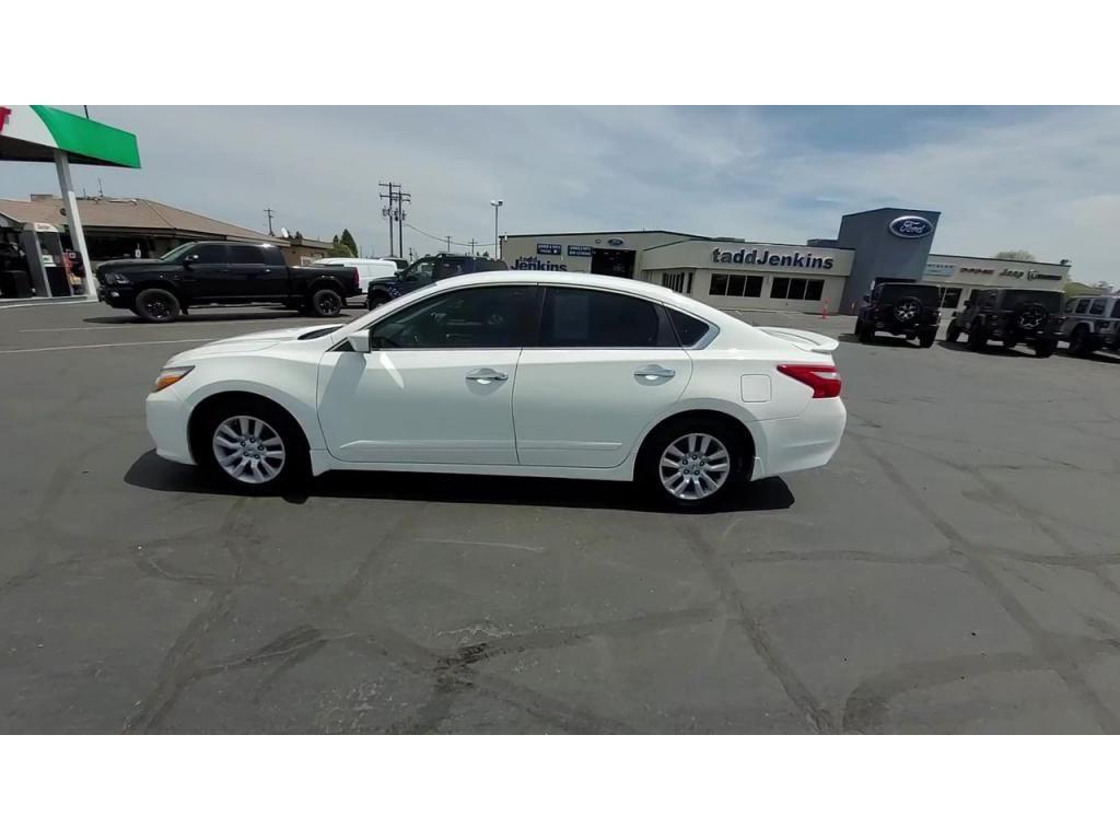 dealerslink_s3_amazonaws_com-vehicles-1206-179598T-60abfaf448e05_jpg