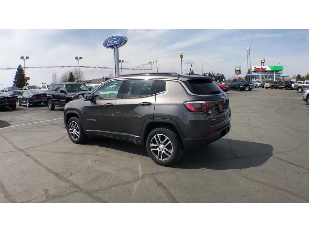 dealerslink_s3_amazonaws_com-vehicles-1206-186388C-6164d8e7cb825_jpg