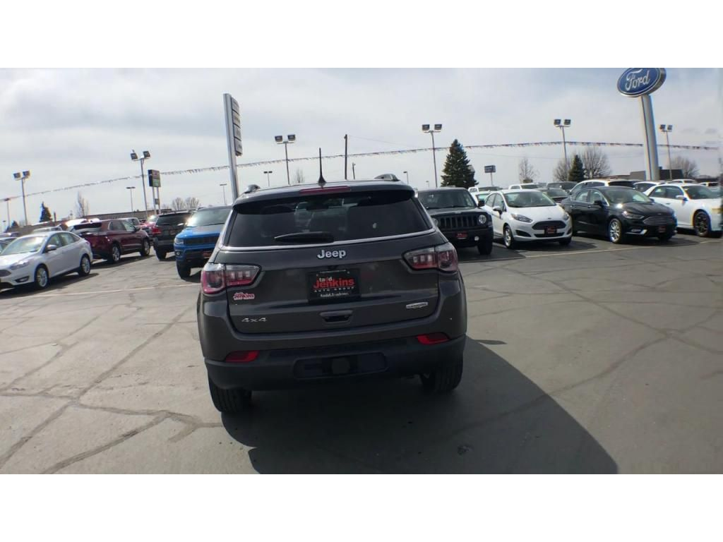 dealerslink_s3_amazonaws_com-vehicles-1206-186388C-6164d8e8109f7_jpg