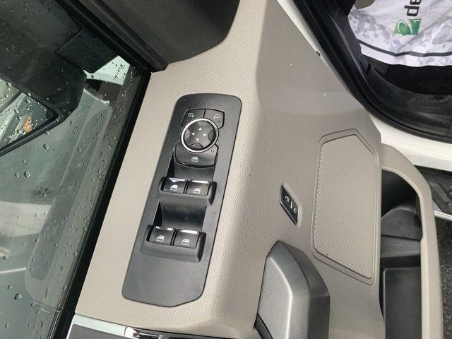 vehicle-photos-published_vauto_com-35-8d-aa-2d-58c9-446d-9d7b-9055394d2544-image-11_jpg